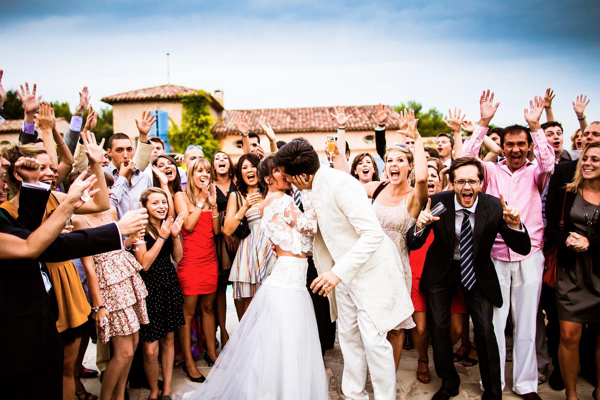 Hochzeitsfoto in Frankreich, witziges Gruppenfoto
